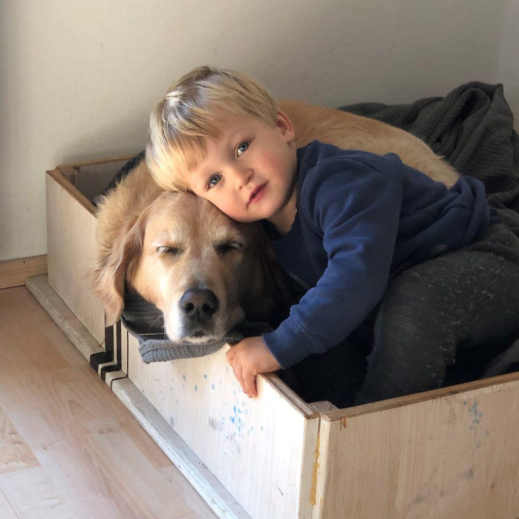Kuscheln mit Hund Timber
