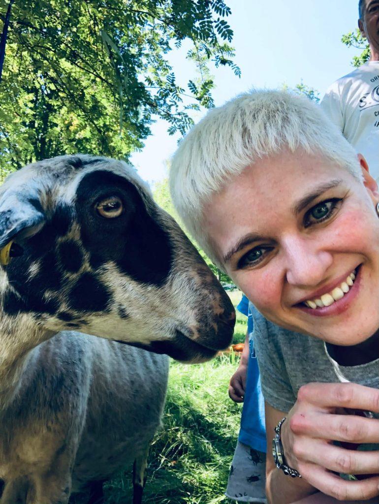 Selfie mit Johanna und Schaf